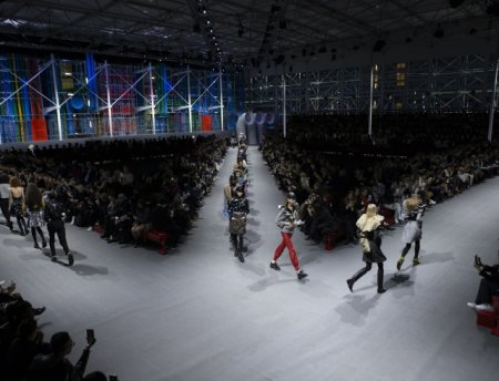 By Louis Vuitton: симбиоз стилей на показе модного дома в Париже